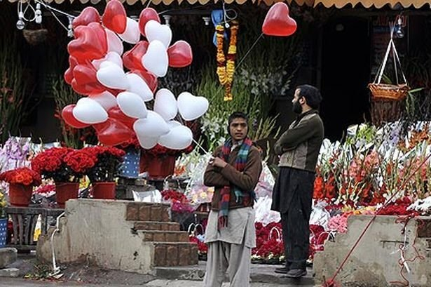 Valentine day baloons Pakistan's Street
