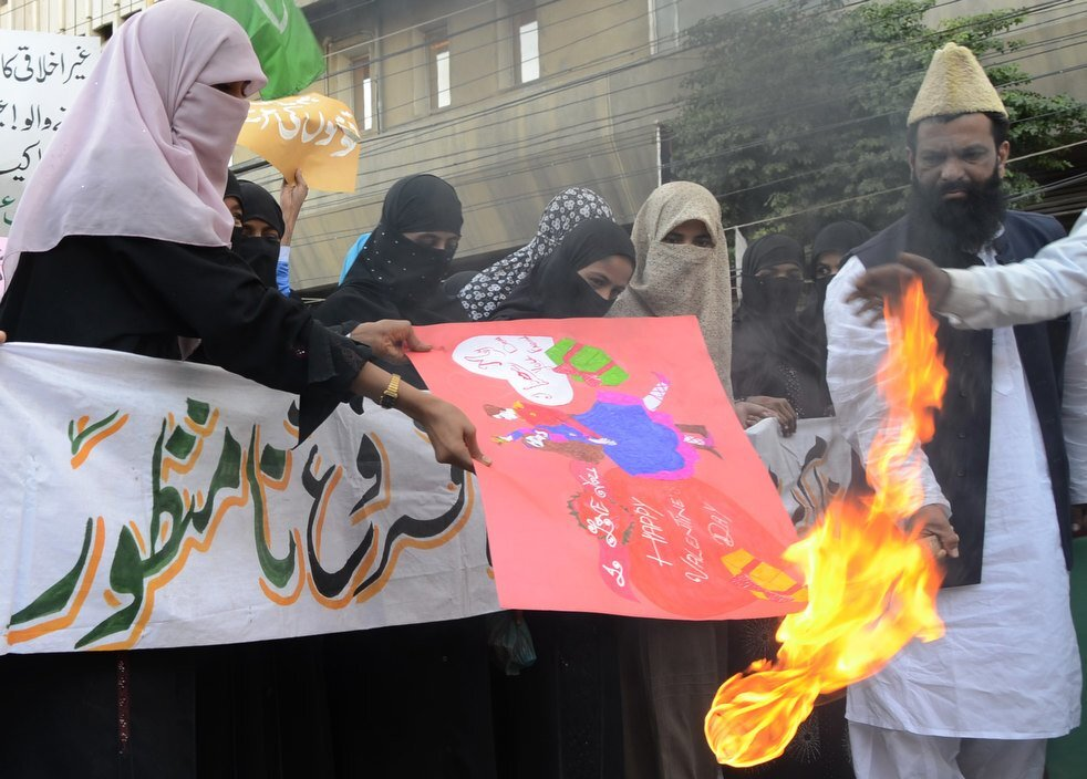 valentines_day protest in Pakistan