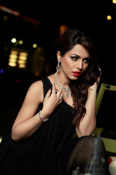 Najia-Aniss-jewellery-styles-by-Ayyan-Ali