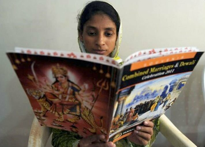 Geeta-reading-AFP-photo-Riz