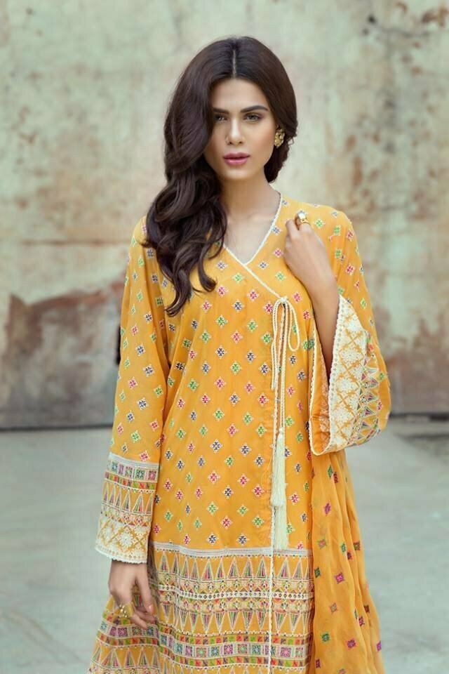 e0fd8680d14 Bareeze is one of leading fashion brand in Pakistan. Bareeze Lawn Collection  has been entered into the market in the outlets along with its gorgeous  style.