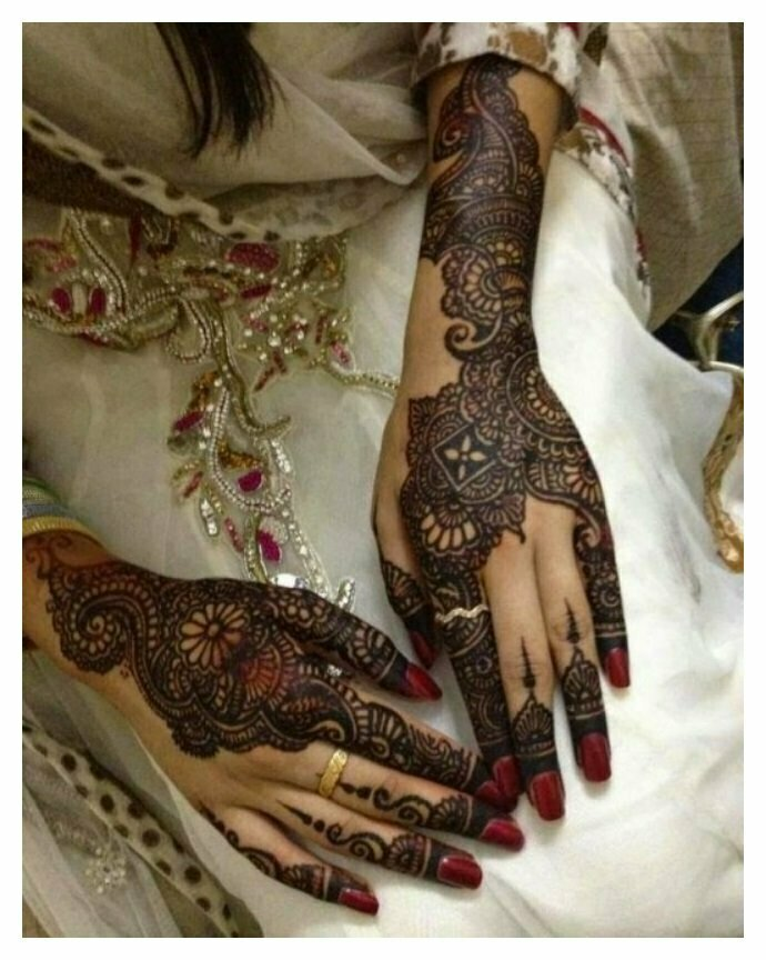 Woman-wedding-MEHNDI-DESIGNS-Pictures
