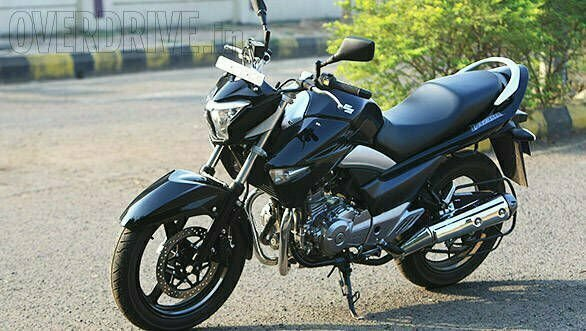 suzuki inazuma gw 250 2017 launched in pakistan price specs pics. Black Bedroom Furniture Sets. Home Design Ideas